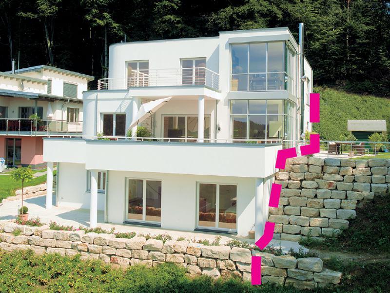 Restflächen am Hang als Haus mit Wohnkeller konzipiert
