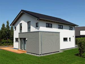 musterhaus neo 300 in hannover von fingerhaus Erker mit Holzverschalung