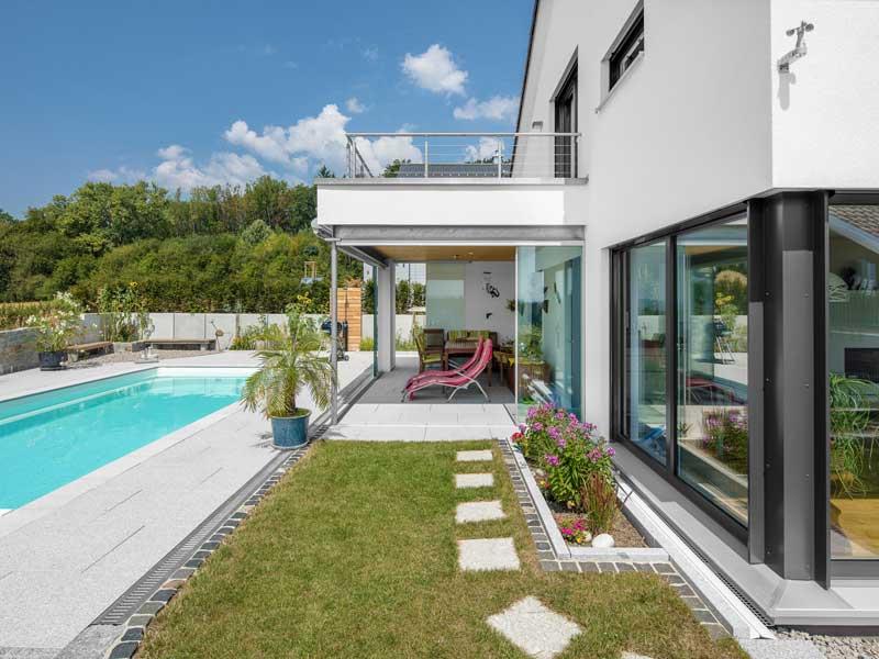 Kundenhaus Steinen-Haegelberg von Bittermann Weiss terrasse Pool
