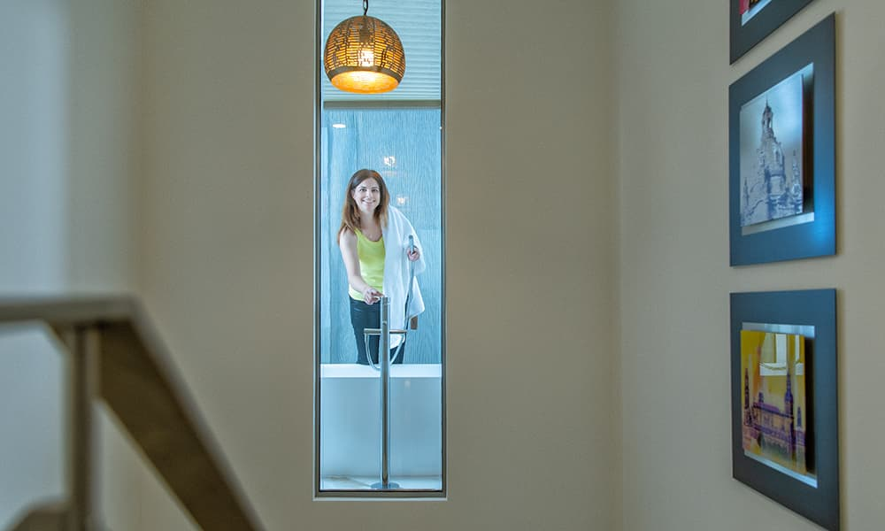 Das Fenster zur Treppe: Traut ihr euch? Baden mit Aus- und Einblick? Musterhaus Concept-M 163, Bien-Zenker.