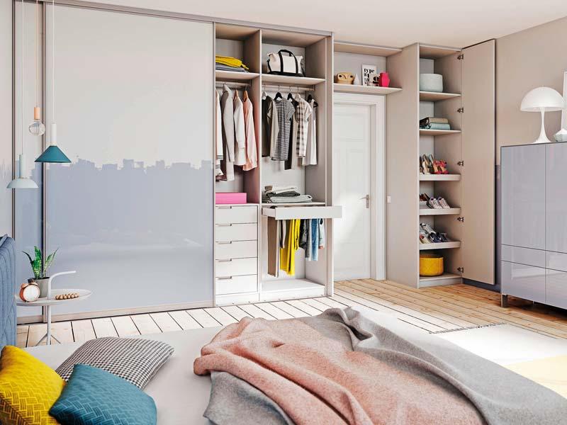 Stauraum ist kostbar. Ein Einbauschrank im Schlafzimmer lohnt sich.