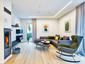 Musterhaus Relax von Fertighause Weiss Wohnzimmer Kamin