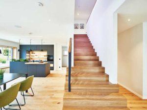 Musterhaus Relax von Fertighause Weiss Kueche Essen Treppe