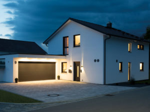 Living-Haus Kundenhaus Mikula Langner Eingang nacht