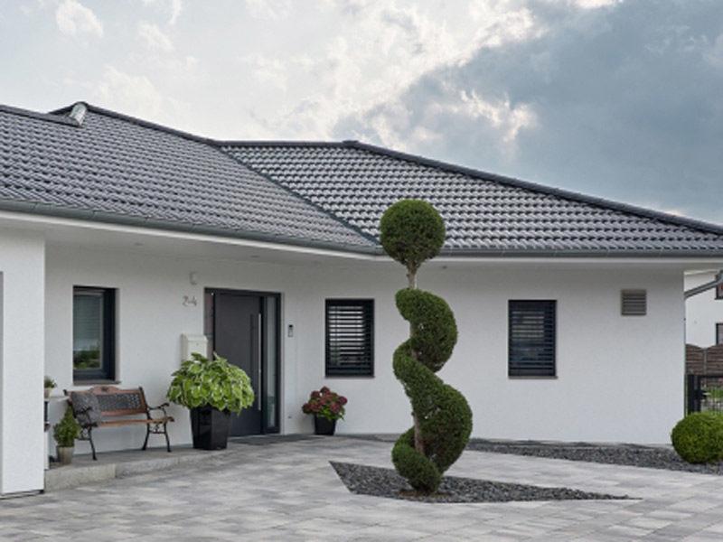 luxhaus-bungalow-walmdach-190-aussenansicht