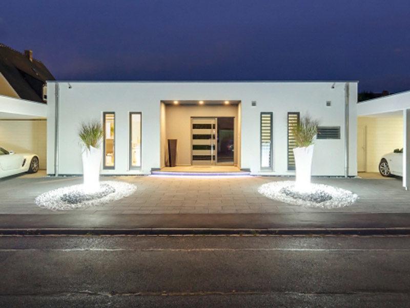 Luxhaus Flachdach 153 aussen nacht