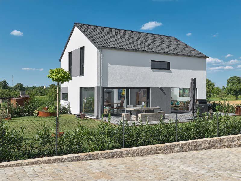 Luxhaus Satteldach Landhaus 126 gartenansicht