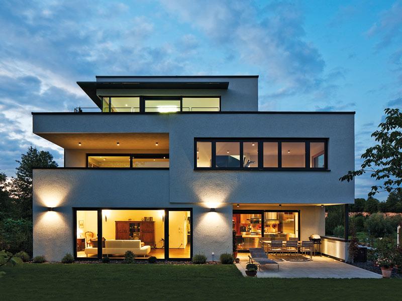 Staffelgeschoss auf modernem Bauhaus