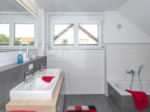 Haus Odenthal von Baumeister-Haus. Badezimmer
