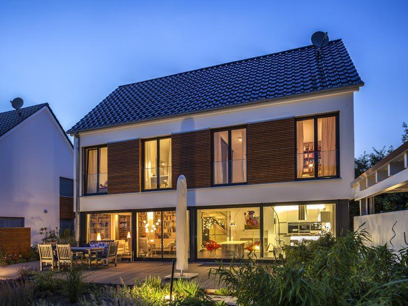 Haus Zacher von Baumeister-Haus. Ansicht bei Nacht