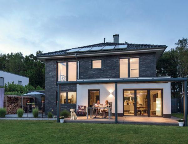 Haus Ückerroth von Baumeister-Haus. Ansicht Terrasse