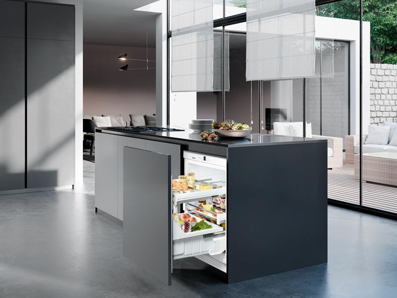 Kühlschrank mit Schubladen in der Kochinsel