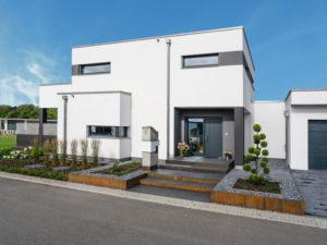 Villa Bauhausstil von Weberhaus. Straßenansicht