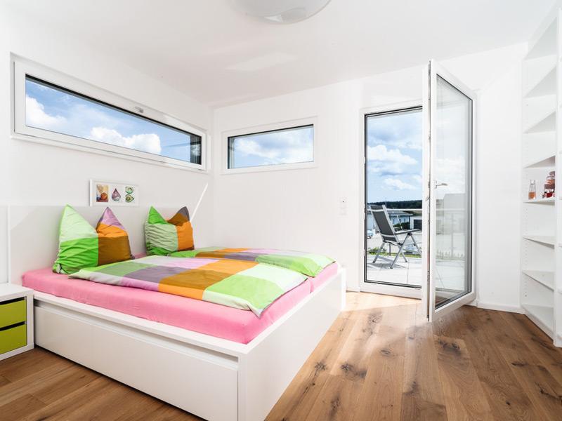 Villa Bauhausstil von Weberhaus. Schlafen